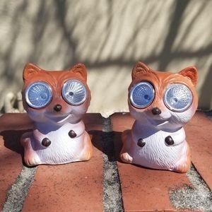 2 Garden Foxes